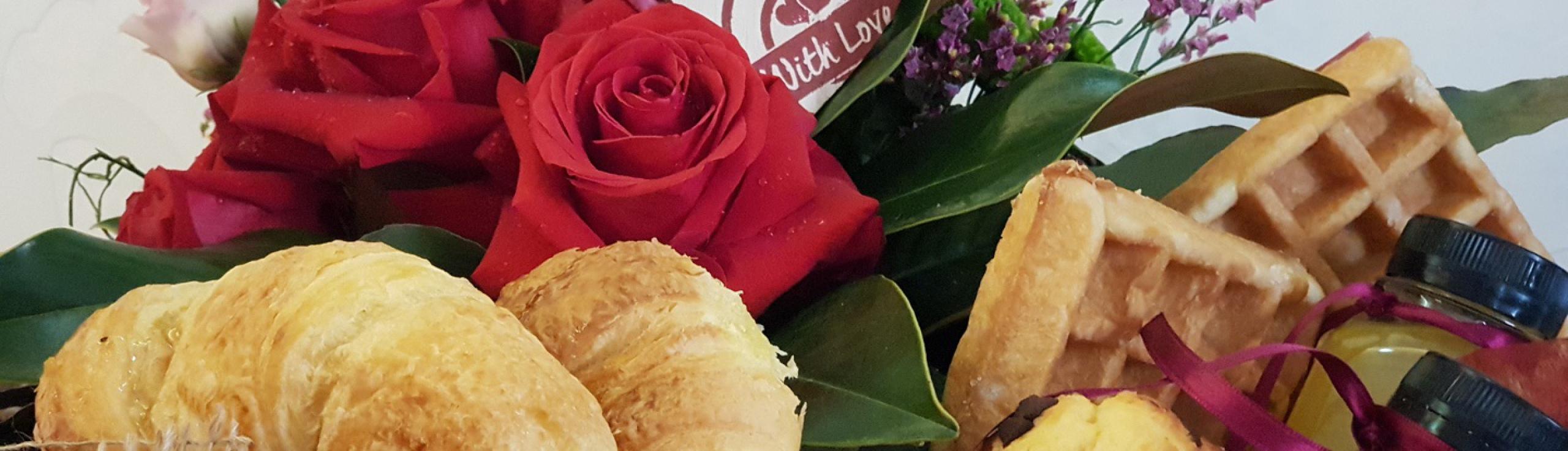 Desayuno a domicilio, frutas a domicilio , san valentin, regalo original, regalo sorpresa, bonsai floristas , floristeria boadilla del monte ,